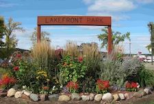 LAKEFRONT PARK SIGN WITH FLOWERS