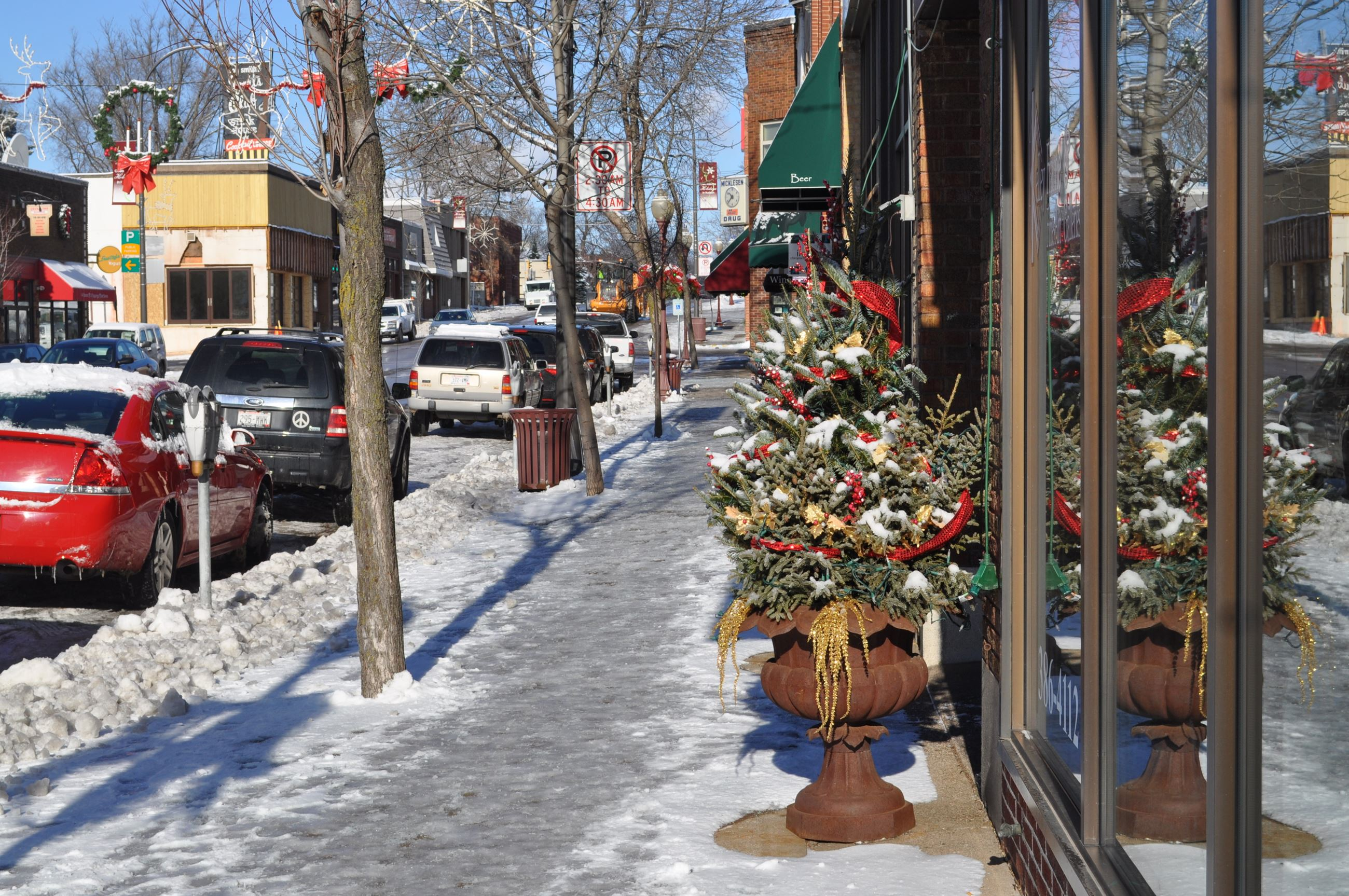 2nd Street Holiday Decorations